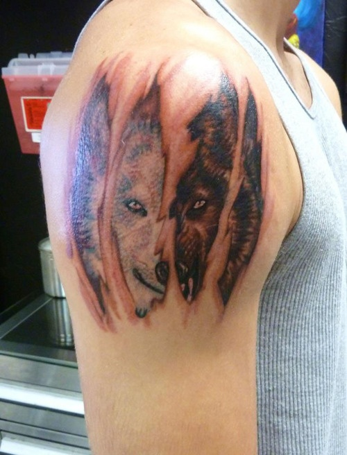 white vs black wolf tattoo design of tattoosdesign of tattoos. Black Bedroom Furniture Sets. Home Design Ideas