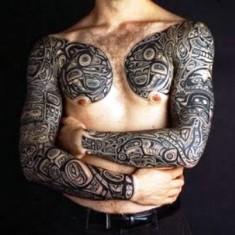 symmetrical hawaiian tattoo