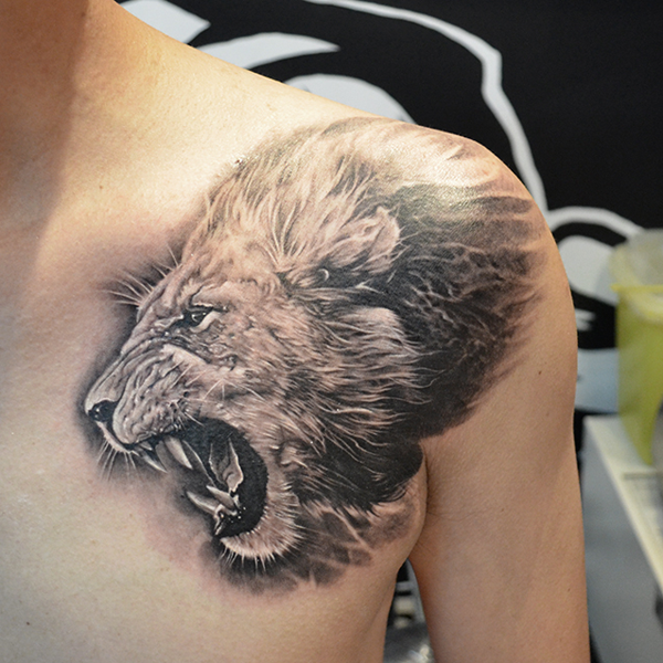 lion tattoo on shoulder design of tattoosdesign of tattoos. Black Bedroom Furniture Sets. Home Design Ideas