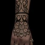Jesse Scratchline feminine tattoo