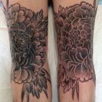 Alvaro Flores small flower tattoo design