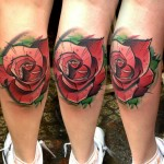 Lukasz Kaczmarek rose tattoo on leg