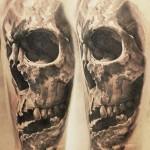 Robert Zyla realistic skull tattoo