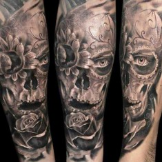 Robert Zyla flower and skull tattoo