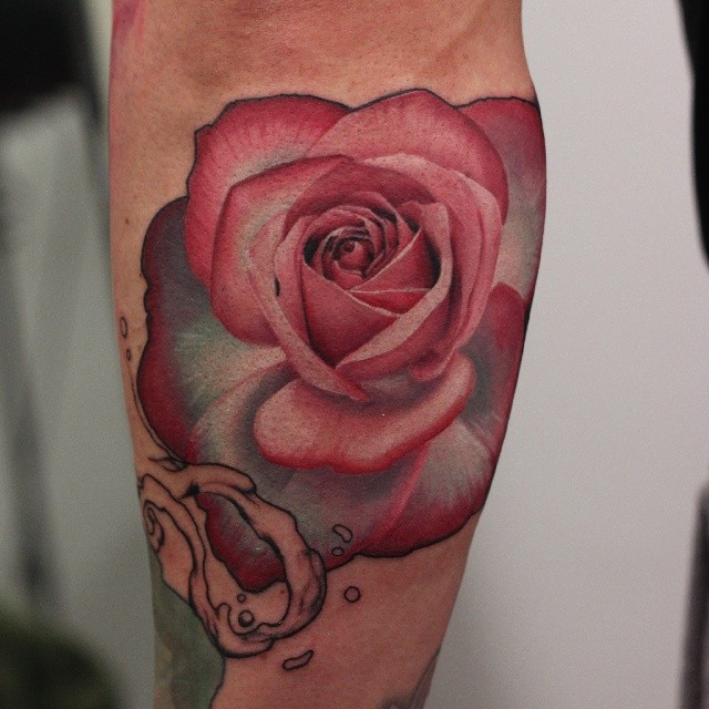 John Anderton red rose tattoo