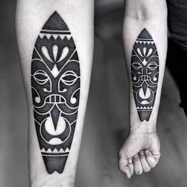 Kamil Czapiga simple black tattoo design