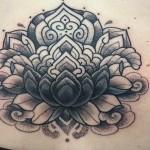 Alvaro Flores feminine dotwork tattoo design