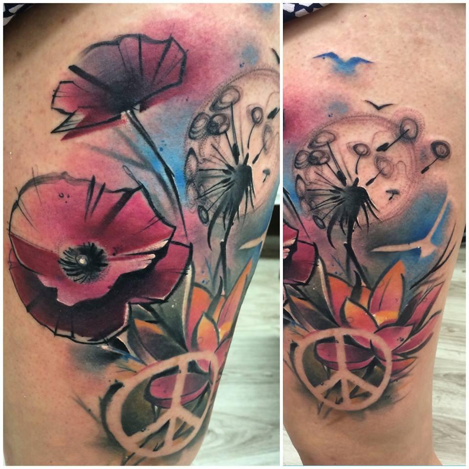 Lukasz Kaczmarek flower tattoo design
