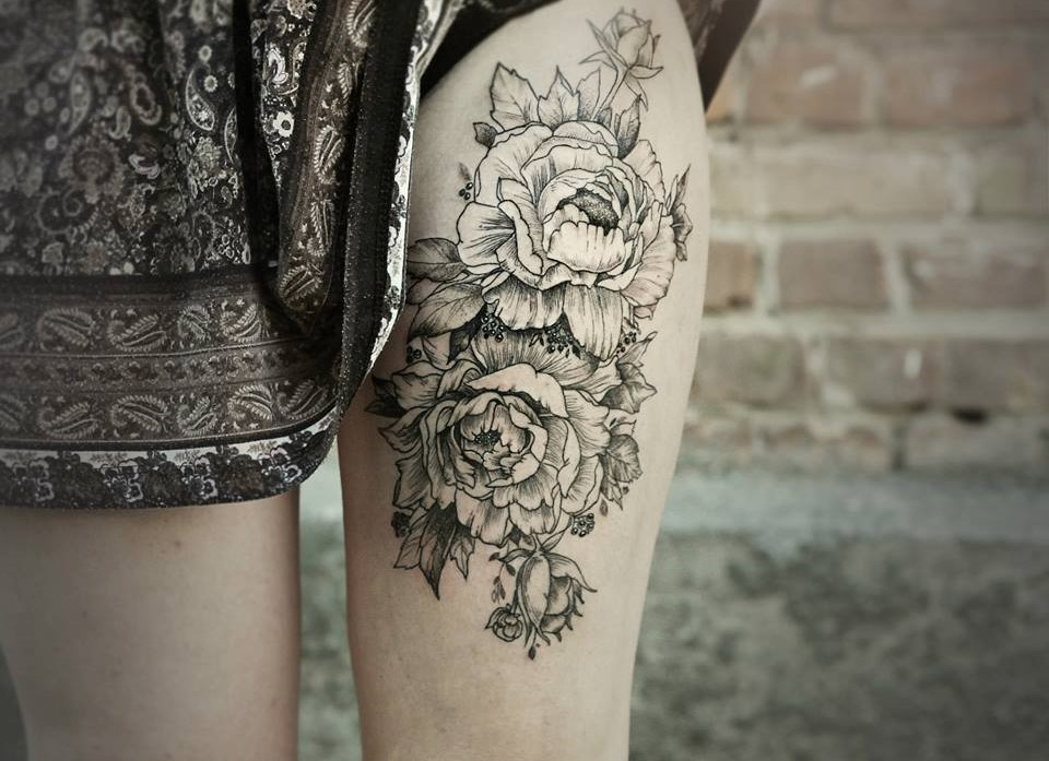 Diana Severinenko amazinf flower tattoo